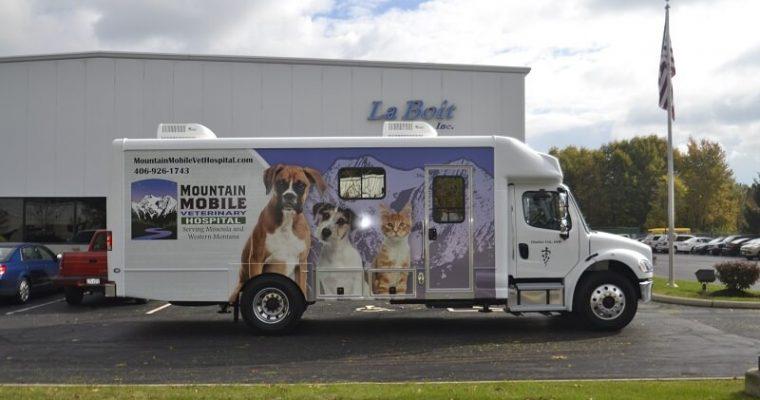 30ft mobile veterinary clinic passenger side view