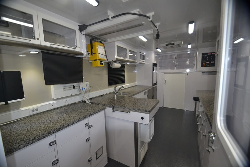 30ft mobile veterinary clinic exam table